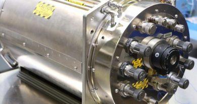 Эта машина превращает мочу в воду в космосе