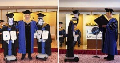 Роботизированный выпускной в японском университете на фоне COVID-19