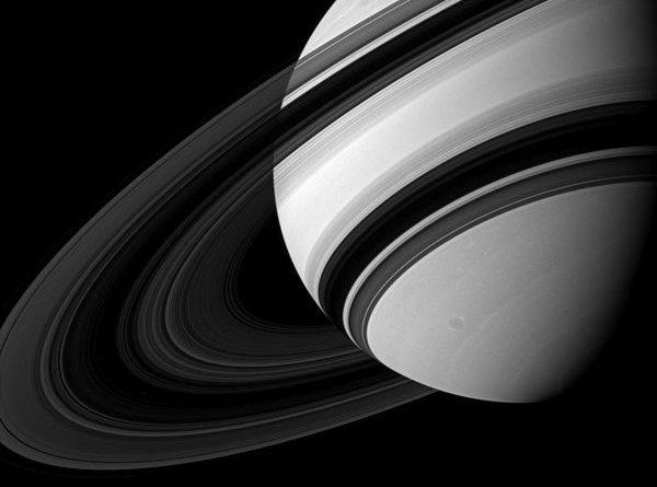 Сатурн поглощает свои кольца. Через 100 миллионов лет они исчезнут