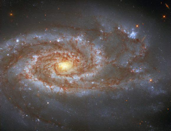 Хаббл снял галактику NGC 5861, которая содержит две сверхновые