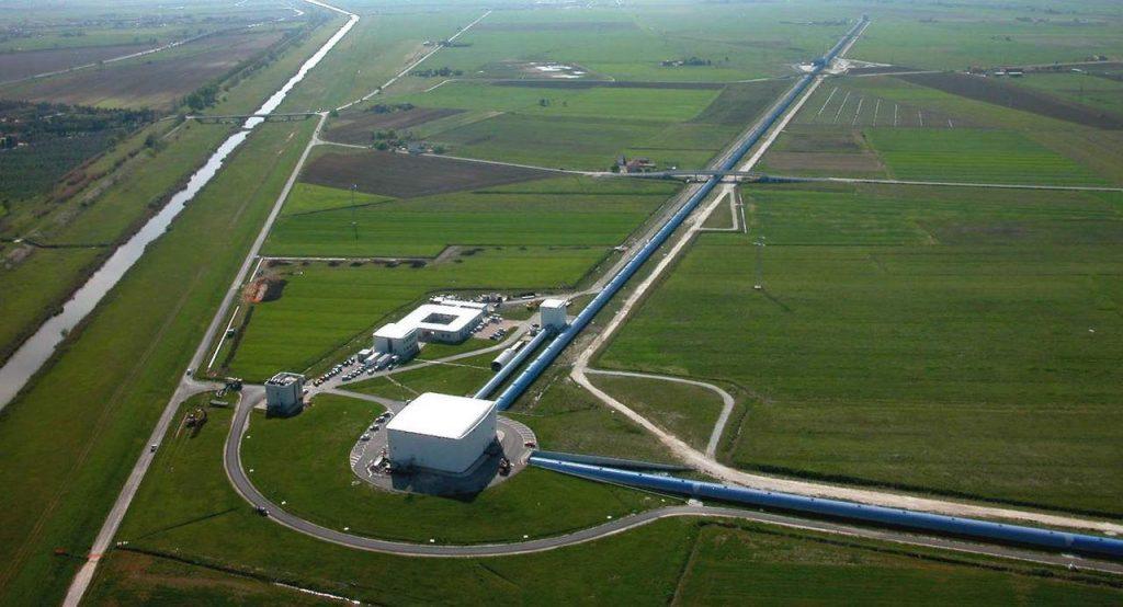 LIGO — лазерно-интерферометрическая гравитационно-волновая обсерватория.